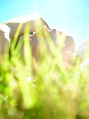 草の上でねる