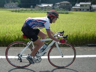 天野山周回コースを走るYOSHIMI