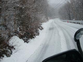 凄い雪道になってしまいました