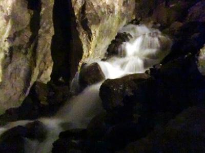 滝が流れています