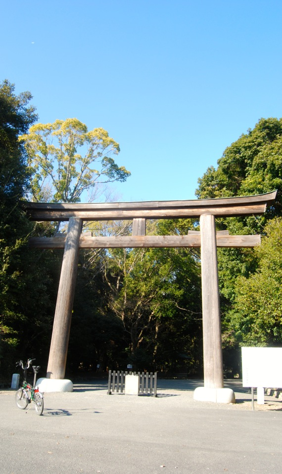 Brompton bike parked in front of a huge torii gate of the Gokoku-jinja shrine