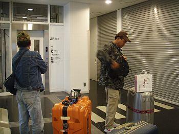 開かない空港。ローカル・・。