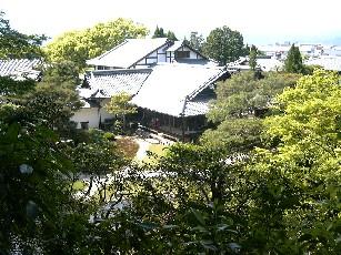 庭山からの全景