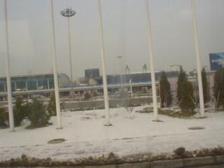 雪の大連空港