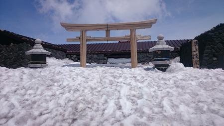 郵便局は雪の中