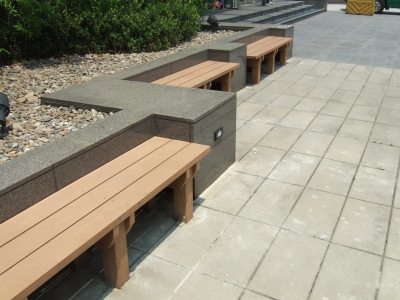 人工木材のベンチ