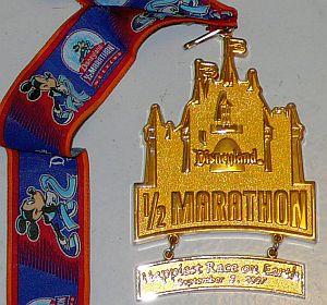 Disneyland Half Marathon 完走記念メダル