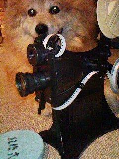 学研手回し8ミリ映写機と犬