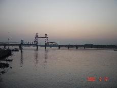 筑後川下流の大川市の昇開橋