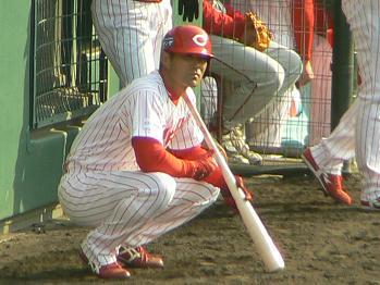 9 緒方孝市 野手コーチ兼外野手 代打準備OK!!