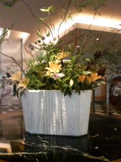 1F中央に飾られたお花
