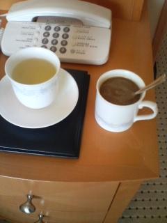 ティーバッグのお茶とインスタントコーヒー