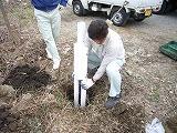 2)パイルを埋める穴を掘ります