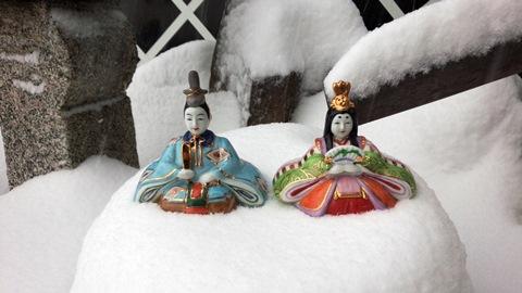 雪景色-ひな人形