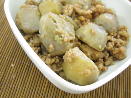 里芋と鶏挽肉の煮物