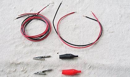 配線ケーブルとワニ口クリップ