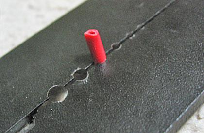 コード(銅線)の径に合った部分ではさむ