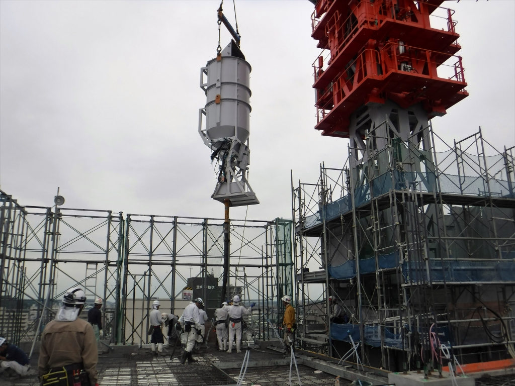 20170613_高層棟9階_9階床スラブCON打設作業.JPG