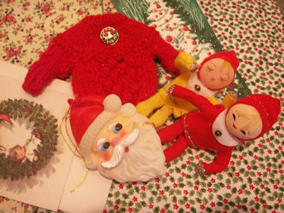 クリスマスカードとサンタ人形