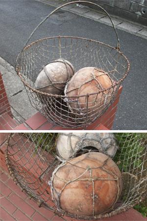 アメリカのアイアンバスケットとヤシの実の浮き