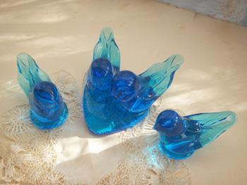 コバルトブルーのクリスタルガラスの鳥