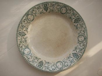 クレイユ・モントローの中華模様付き皿