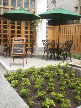 カフェ&バー「ANTICA」中庭