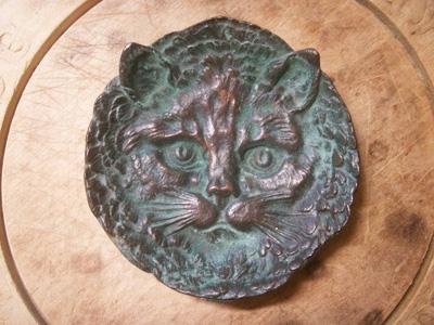 ブロンズの猫の灰皿