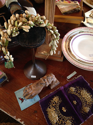 紫色の金の刺しゅう布、エレガントな子どもの帽子立て