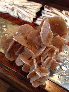 砂漠のバラ(硫酸カルシウムの結晶)