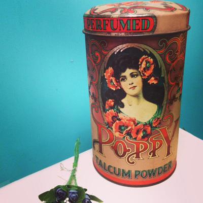 タルカムパウダー缶