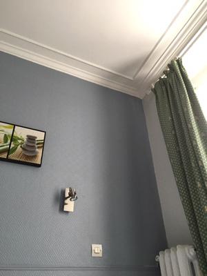パリのホテル:グレーと白のモールディング