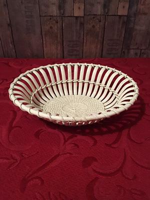 イタリアBASSANOの バスケット型陶器