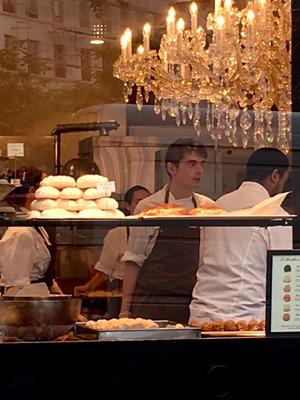 パリのパン屋さん(イケメンスタッフ)