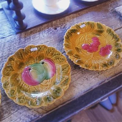 秋らしい色合いのバルボティーヌの絵皿