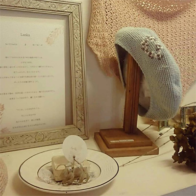 lafilletteさんのアクセサリーとho・ho・u*さんのニットのベレー帽