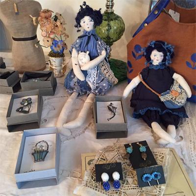 misaeohsawaさんのお人形とan・glet さんのブローチ、作作堂さんのイヤリング