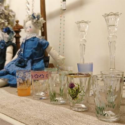 小ぶりで可愛らしいリキュールグラスとショットグラス