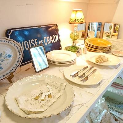 アンチークのお皿とカトラリー