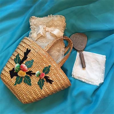 フランス製の貝殻が付いた藤のバッグ
