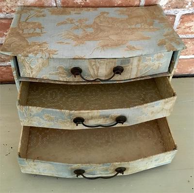 トワルドジュイのお裁縫箱