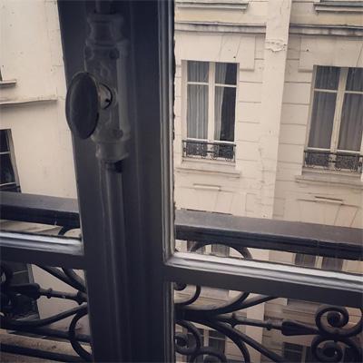 パリの宿泊しているホテルの窓からの風景