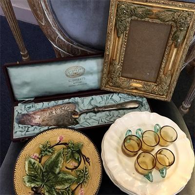 パリで買い付けたバルボティーヌのお皿とサルグミンヌのエクリュ皿、ジョルジュサンドのリカーグラス