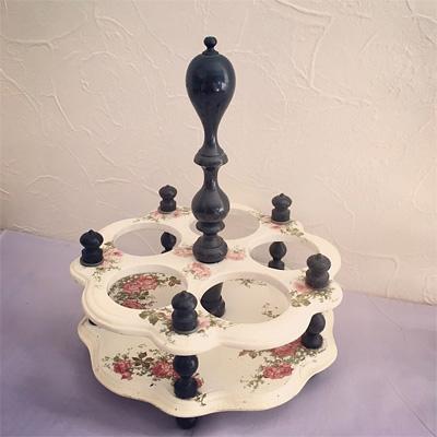 フランスのリカーセット本体(薔薇模様が描かれた陶器)
