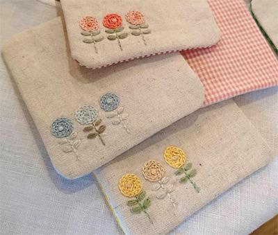 糸とも さんのお花刺繍コースター
