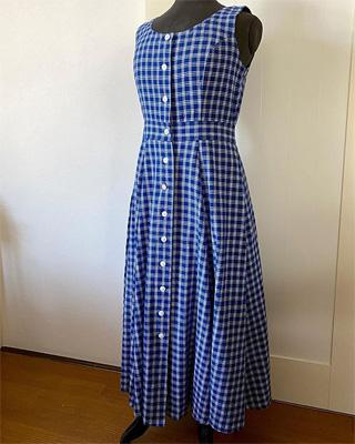 フランス古着のマキシ丈の青いワンピース