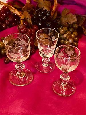 イギリス製のリキュールグラス