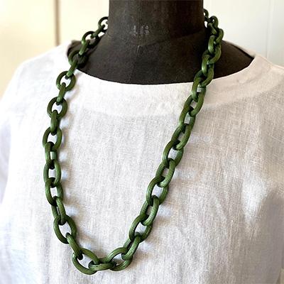 グリーンのケーブルチェーンのネックレス