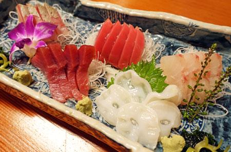 居魚家 いがらしの「本日のおすすめ五点盛り」「稚鮎」「鯛かぶと」「鮪の中落ちと納豆のにんにくタルタル仕立て」・・・