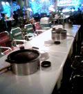 各テーブルに焼肉グリルです